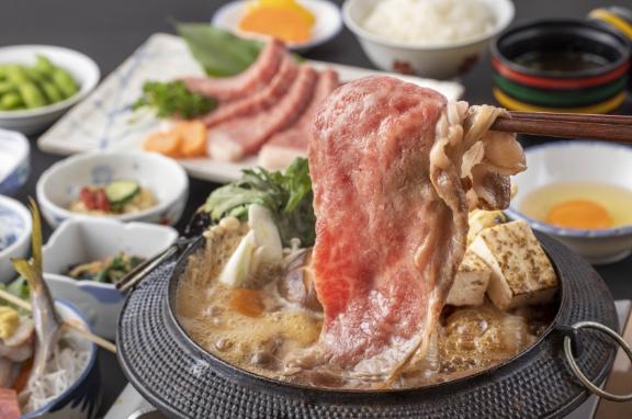 静岡黒毛和牛A5『赤身もも肉すき焼き+富士山サーモンと地魚3点盛り』