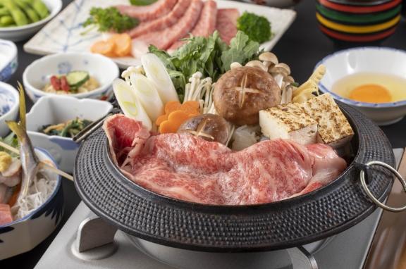 静岡黒毛和牛A5『ロース肉サーロインすき焼き+富士山サーモンと地魚3点盛り』
